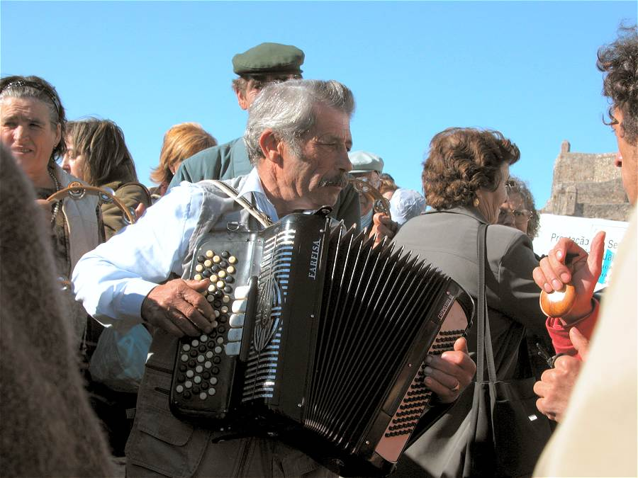 Accordian player at Marvao